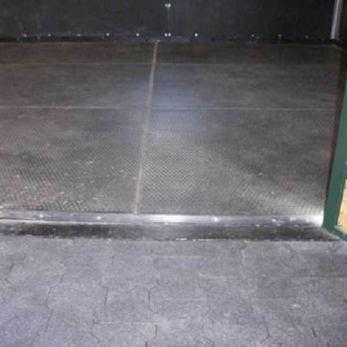 Stable Mats - How to clean black rubber gym flooring